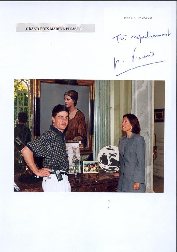 Marina Picasso rerçoit l'artiste Carol bathellier.